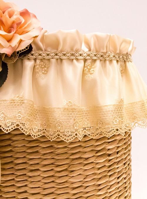 Cos / Taburet oval decorat cu dantela si flori