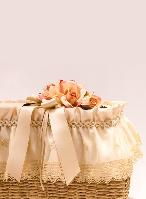 Cufar / Taburet ornat cu dantela si flori