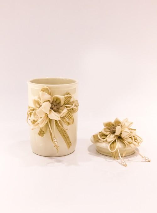 Bomboniera din portelan cu flori decorative