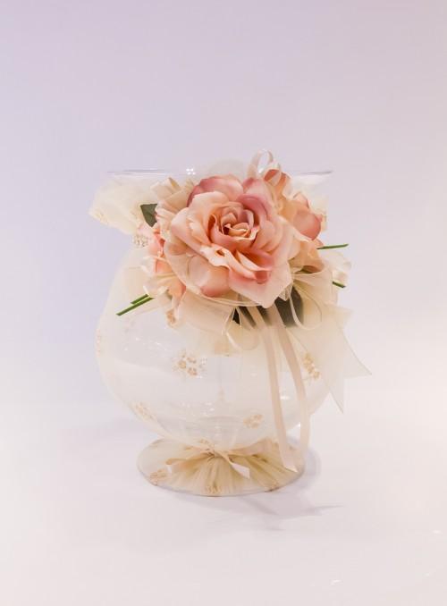 Vaza decorata cu dantela si trandafiri