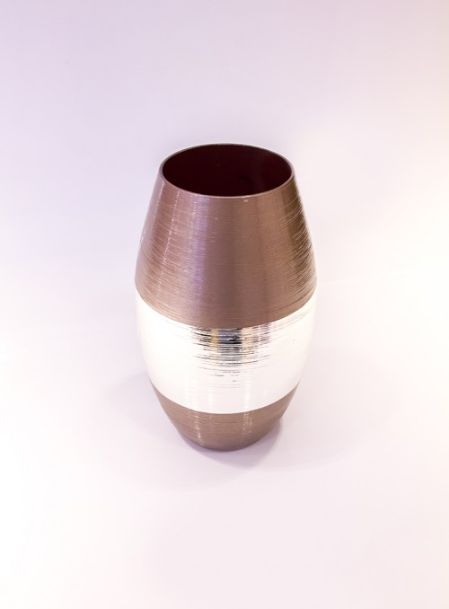 Vaza ornata cu argint